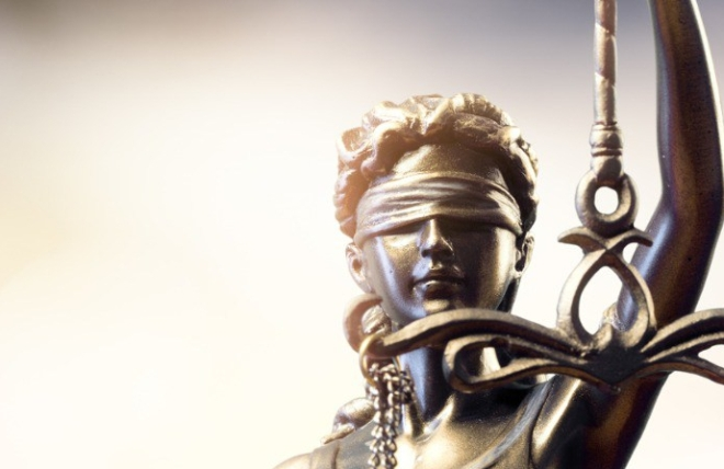 statue-of-lady-justice-picture-id834734164